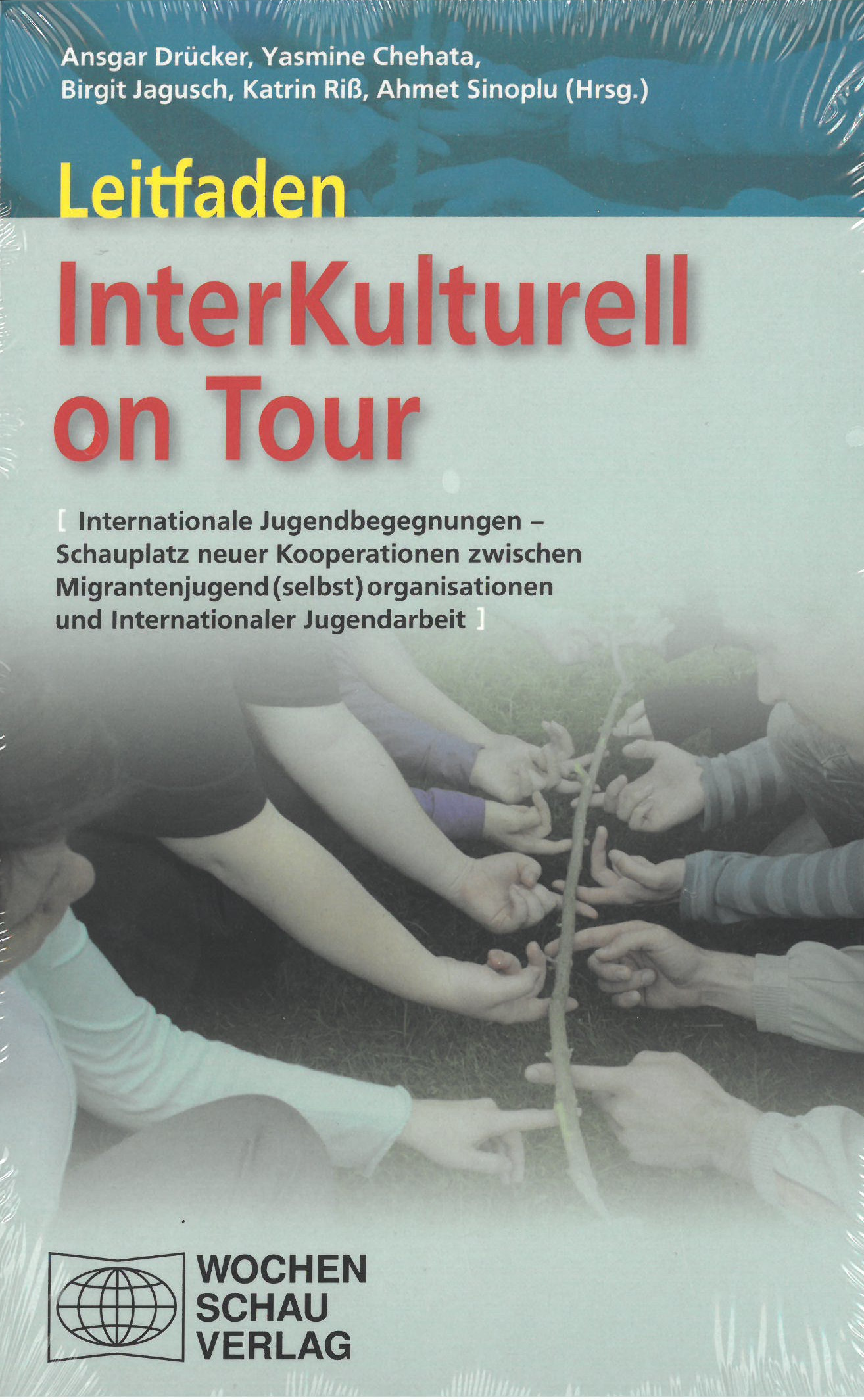 Titelseite Buch Leitfaden InterKulturell on Tour